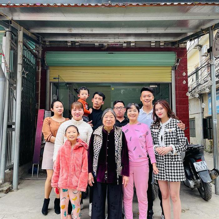 """Hãy yêu một người như bạn gái Thành Chung: Nấu nướng từ A-Z lại còn lái ô tô chở """"gấu"""" đi chơi - Ảnh 2."""
