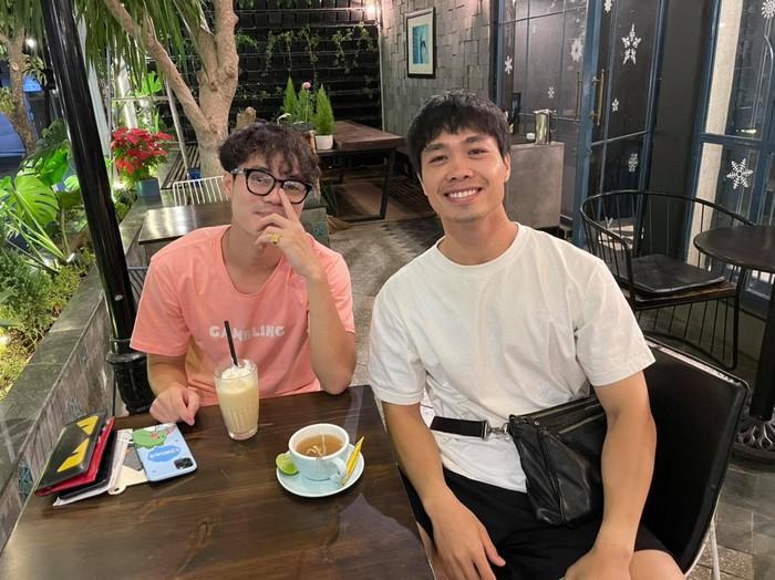 Công Phượng cafe tán gẫu với Văn Toàn, Đặng Văn Lâm bình luận một câu nghe thấy thương - Ảnh 1.