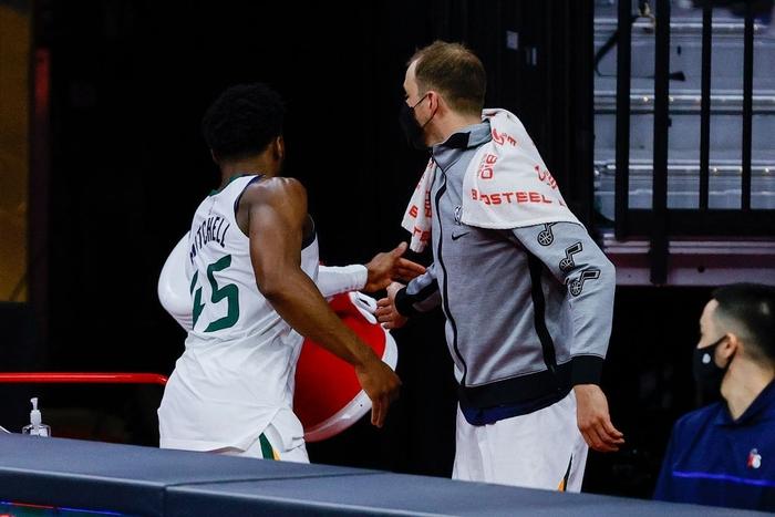"""Phản ứng trái chiều của các sao NBA về """"tiếng còi ma"""" trong trận đấu giữa Utah Jazz và Philadelphia 76ers - Ảnh 2."""