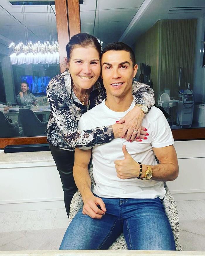 Mẹ Ronaldo lần đầu kể về phút giây sinh tử, suýt phải lìa xa cậu con trai yêu quý - Ảnh 1.