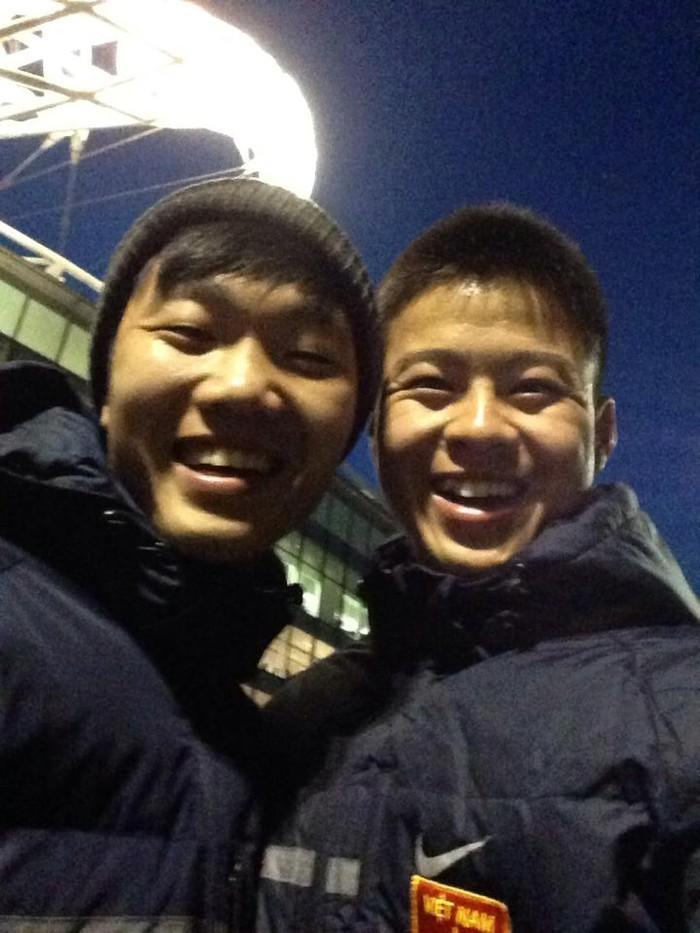 Xuân Trường chia sẻ hình ảnh 7 năm trước ở sân Wembley, Duy Mạnh cảm thán: Ôi ngày xưa với bao mộng mơ - Ảnh 1.