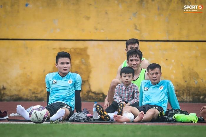 Quang Hải chấn thương, Hà Nội FC chơi với đội hình dị - Ảnh 1.