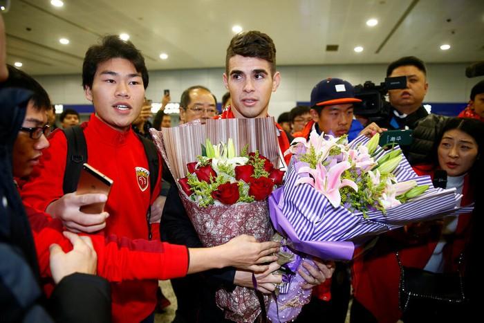 Sự lụi tàn của một ngôi sao bóng đá rời đỉnh cao ở tuổi 25 để chạy theo tiếng gọi đồng tiền từ Trung Quốc - Ảnh 2.