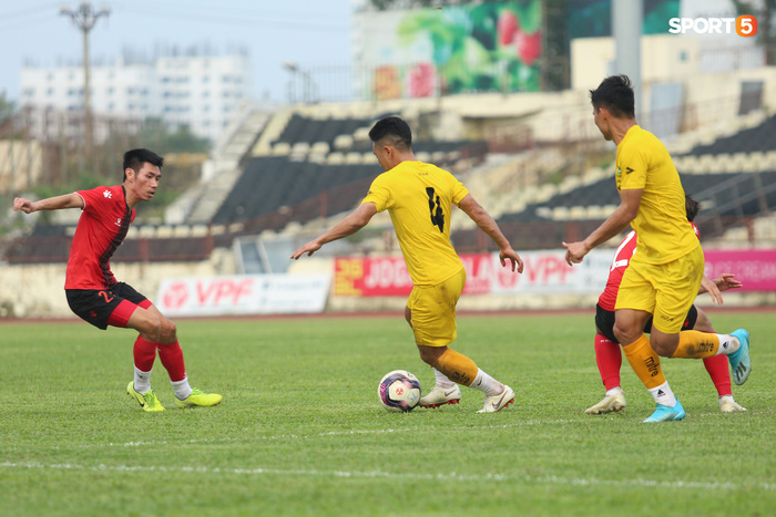 Phan Văn Đức thi đấu xông xáo, SLNA thua Hồng Lĩnh Hà Tĩnh - Ảnh 5.
