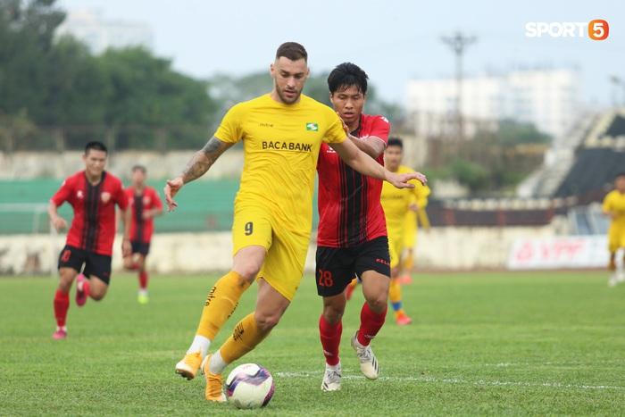 Phan Văn Đức thi đấu xông xáo, SLNA thua Hồng Lĩnh Hà Tĩnh - Ảnh 7.
