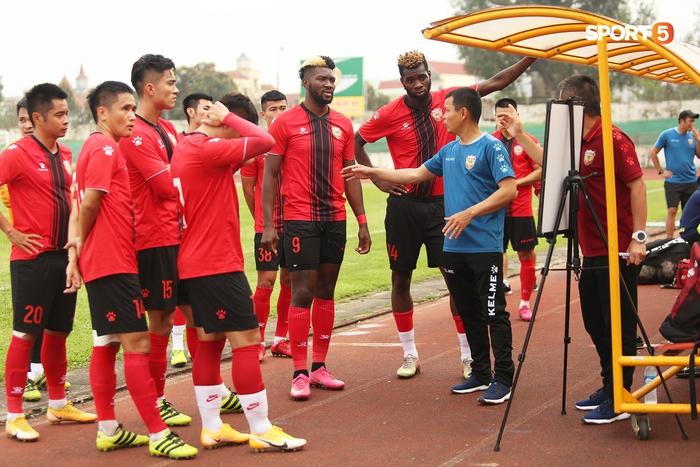 Phan Văn Đức thi đấu xông xáo, SLNA thua Hồng Lĩnh Hà Tĩnh - Ảnh 6.