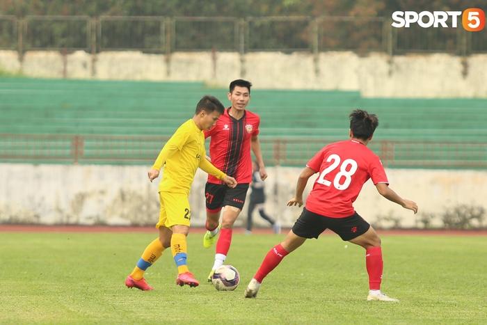 Phan Văn Đức thi đấu xông xáo, SLNA thua Hồng Lĩnh Hà Tĩnh - Ảnh 4.
