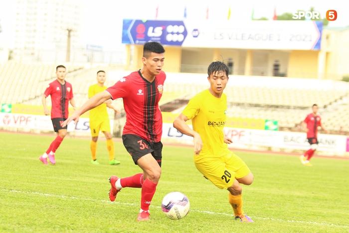 Phan Văn Đức thi đấu xông xáo, SLNA thua Hồng Lĩnh Hà Tĩnh - Ảnh 3.