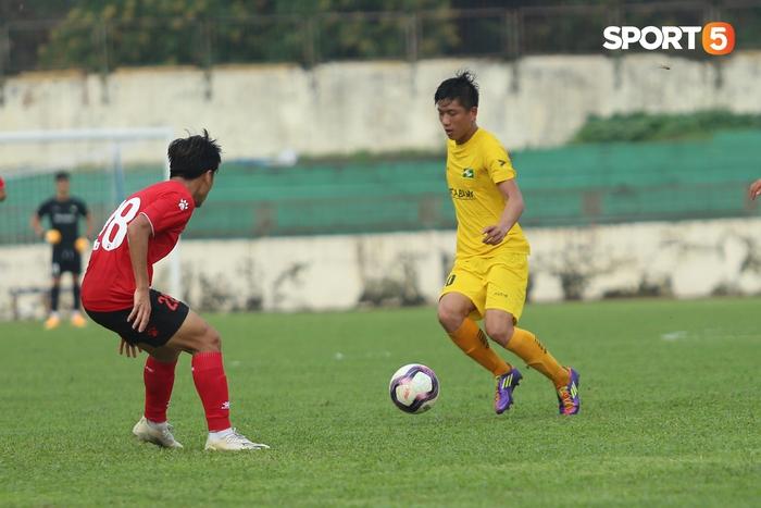 Phan Văn Đức thi đấu xông xáo, SLNA thua Hồng Lĩnh Hà Tĩnh - Ảnh 2.