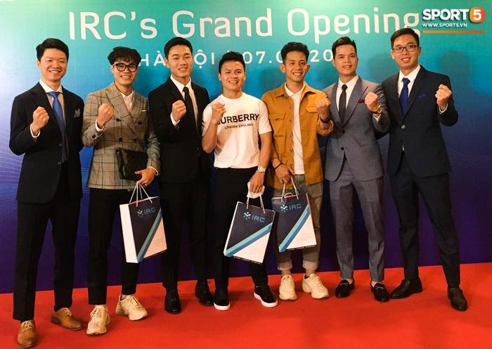 Xuân Trường mở trung tâm chữa chấn thương, Quang Hải, Văn Toàn bảnh bao đến chúc mừng - Ảnh 2.