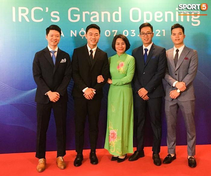 Xuân Trường mở trung tâm phục hồi chấn thương, Quang Hải, Văn Toàn bảnh bao đến chúc mừng - Ảnh 1.