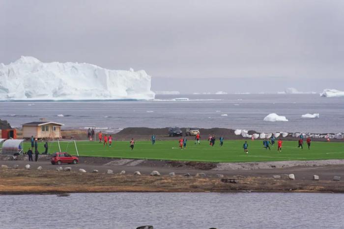 Lạ lùng giải bóng đá có 1-0-2 ở Vòng Bắc Cực: Vừa đá vừa ngắm cá voi, băng trôi - Ảnh 5.