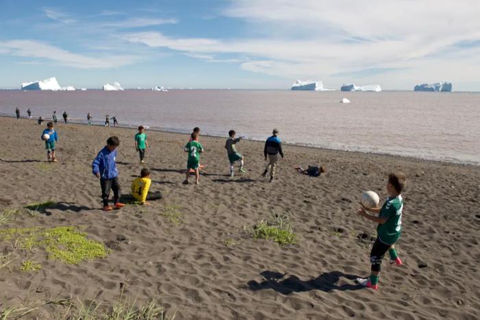 Lạ lùng giải bóng đá có 1-0-2 ở Vòng Bắc Cực: Vừa đá vừa ngắm cá voi, băng trôi - Ảnh 8.