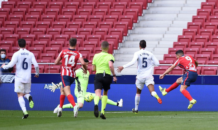 Hai số 9 cùng tỏa sáng, derby Madrid bất phân thắng bại - Ảnh 1.