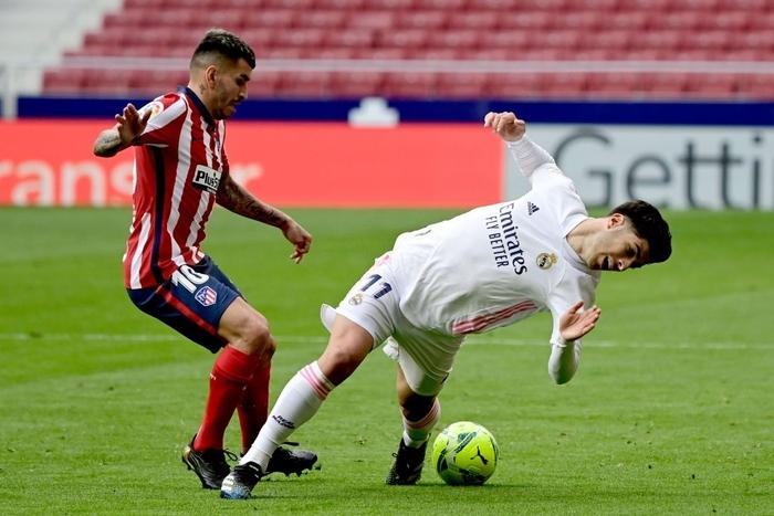 Hai số 9 cùng tỏa sáng, derby Madrid bất phân thắng bại - Ảnh 2.