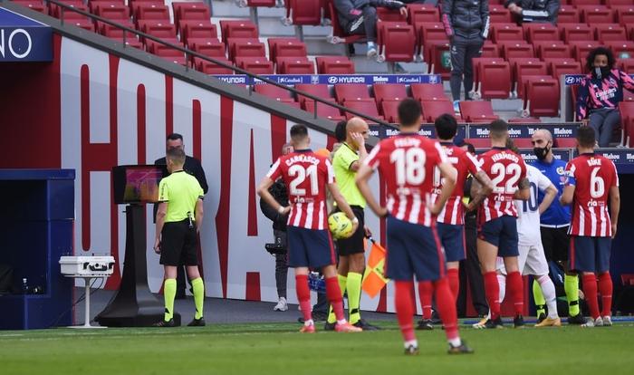 Hai số 9 cùng tỏa sáng, derby Madrid bất phân thắng bại - Ảnh 3.