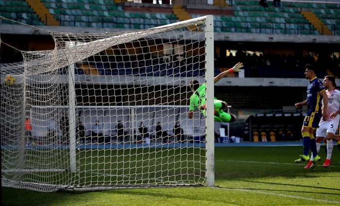 Hậu vệ MU lập công giúp AC Milan áp sát ngôi đầu - Ảnh 4.