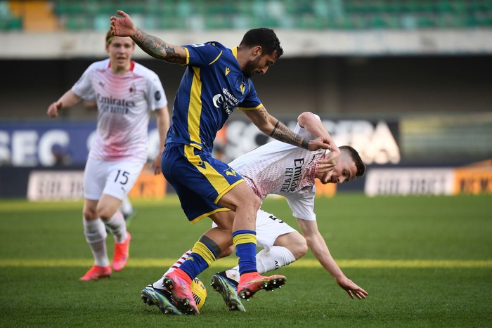 Hậu vệ MU lập công giúp AC Milan áp sát ngôi đầu - Ảnh 7.