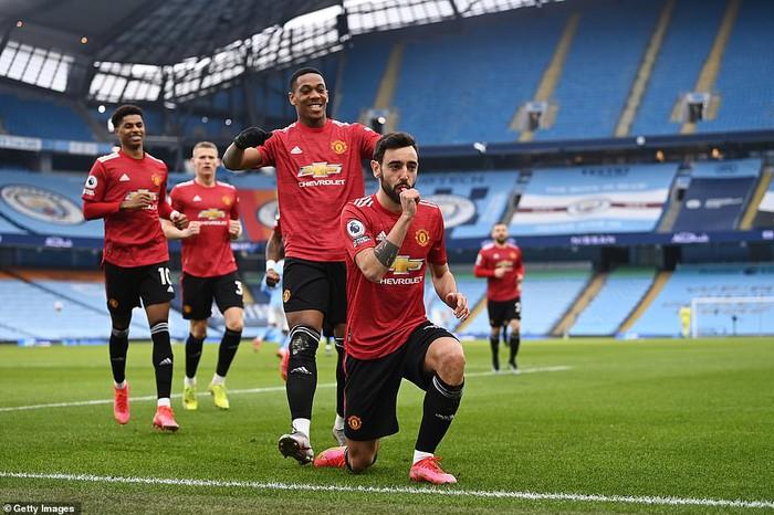 Man City siêu mạnh, nhưng MU là ngáo ộp ở Manchester - Ảnh 2.