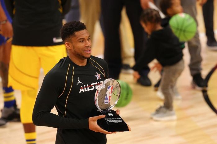 Team LeBron thắng dễ trong ngày Giannis Antetokounmpo lập kỷ lục All-Star cùng danh hiệu MVP - Ảnh 2.