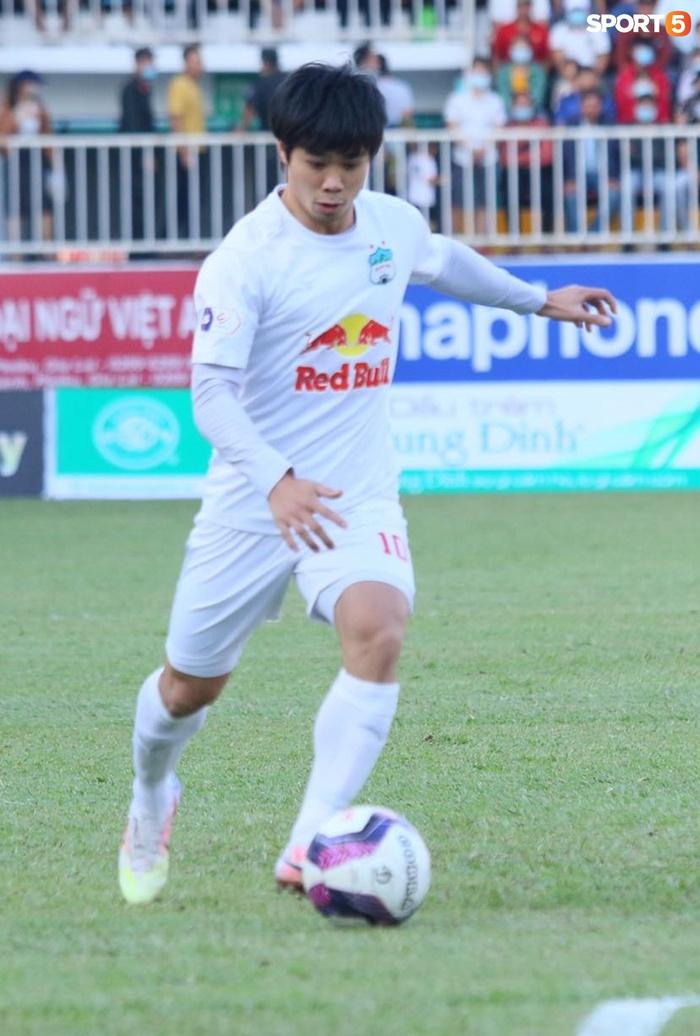 Công Phượng, Minh Vương rủ nhau lập siêu phẩm dập tắt Nam Định FC - Ảnh 1.