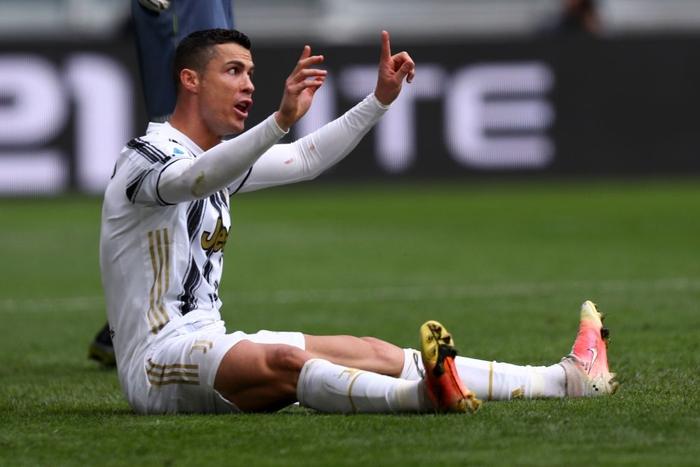Ronaldo bỏ lỡ cơ hội khó tin, gây tranh cãi khi ném phăng áo đấu của Juventus - Ảnh 6.