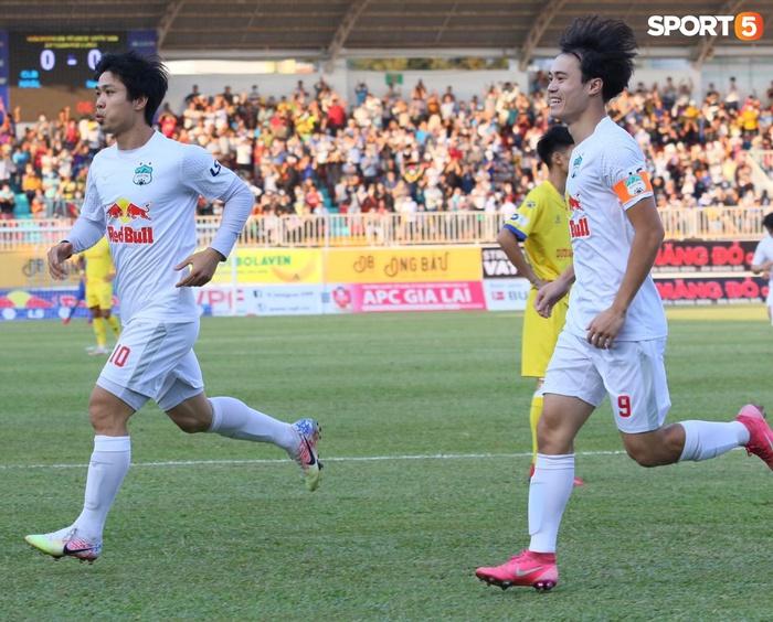 Công Phượng, Minh Vương rủ nhau lập siêu phẩm dập tắt Nam Định FC - Ảnh 2.