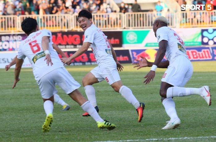 Công Phượng, Minh Vương rủ nhau lập siêu phẩm dập tắt Nam Định FC - Ảnh 3.