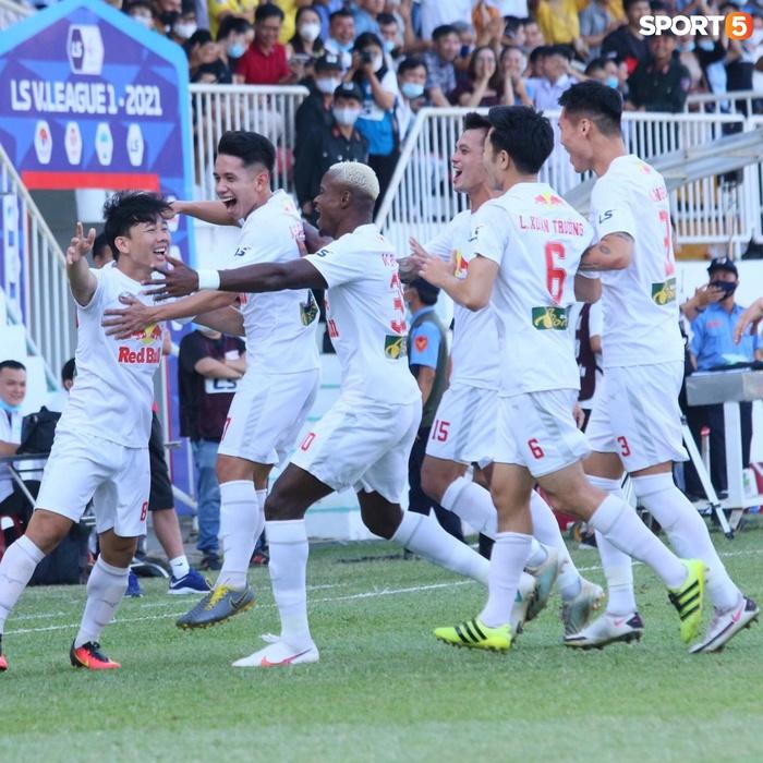 Công Phượng, Minh Vương rủ nhau lập siêu phẩm dập tắt Nam Định FC - Ảnh 5.