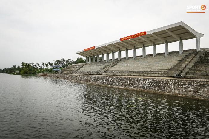 Dự án trăm tỷ khu đua thuyền SEA Games 31 chờ sửa chữa, khán đài nứt toác - Ảnh 1.