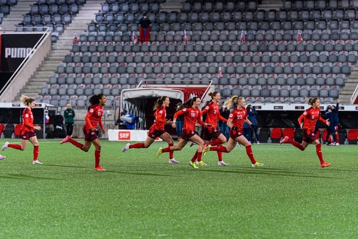 Bỏ bóng ăn người, nữ tuyển thủ Ukraine gián tiếp giúp đối thủ tạo nên cột mốc lịch sử - Ảnh 6.