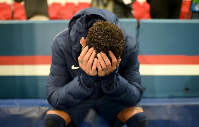 Cầu thủ đắt giá nhất thế giới gục đầu ôm mặt, xúc động không nói nên lời sau khi loại Bayern - Ảnh 1.