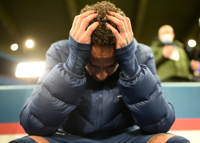Cầu thủ đắt giá nhất thế giới gục đầu ôm mặt, xúc động không nói nên lời sau khi loại Bayern - Ảnh 2.