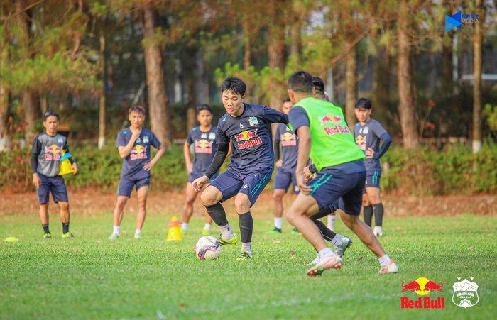 """HAGL và Hà Nội FC """"đốt nóng không khí"""" bằng buổi tập trước trận đối đầu trên sân Pleiku - Ảnh 2."""