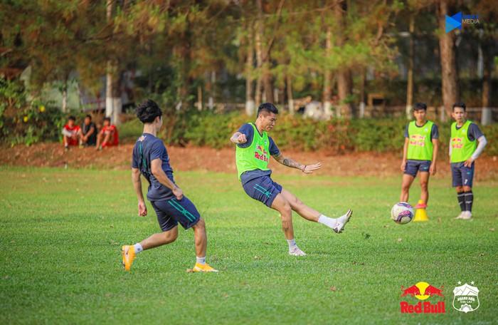"""HAGL và Hà Nội FC """"đốt nóng không khí"""" bằng buổi tập trước trận đối đầu trên sân Pleiku - Ảnh 3."""