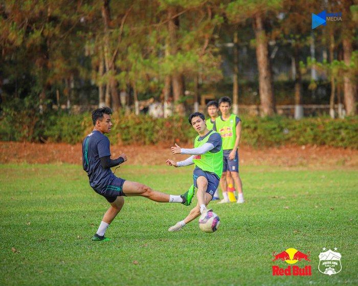 """HAGL và Hà Nội FC """"đốt nóng không khí"""" bằng buổi tập trước trận đối đầu trên sân Pleiku - Ảnh 4."""