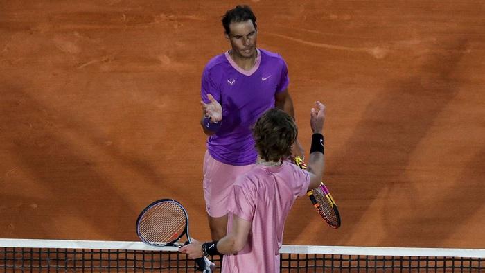 Nối bước Djokovic, Nadal bất ngờ dừng bước ở tứ kết Monte Carlo - Ảnh 1.