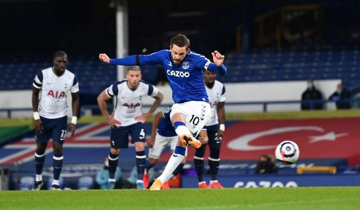 Rượt đuổi gay cấn, Tottenham chia điểm với Everton trong ngày Harry Kane lập cú đúp - Ảnh 3.