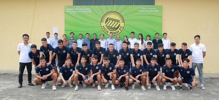 Hoà Bình FC nâng cấp sân hàng tỷ đồng tham dự giải hạng Nhì 2021 - Ảnh 2.