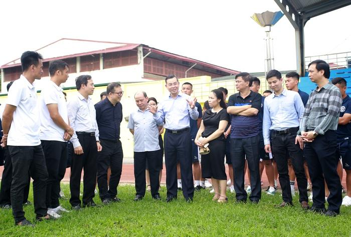 Hoà Bình FC nâng cấp sân hàng tỷ đồng tham dự giải hạng Nhì 2021 - Ảnh 1.