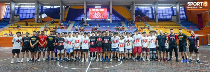Hà Nội mưa như trút nước, giới trẻ vẫn xếp hàng đông nghịt tham gia Tryout của Thang Long Warriors - Ảnh 13.