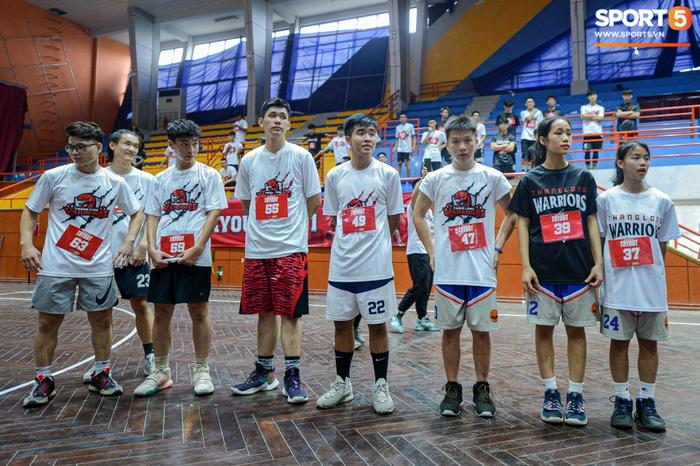 Hà Nội mưa như trút nước, giới trẻ vẫn xếp hàng đông nghịt tham gia Tryout của Thang Long Warriors - Ảnh 9.