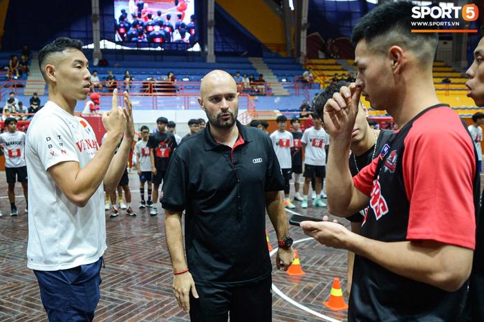 Hà Nội mưa như trút nước, giới trẻ vẫn xếp hàng đông nghịt tham gia Tryout của Thang Long Warriors - Ảnh 3.