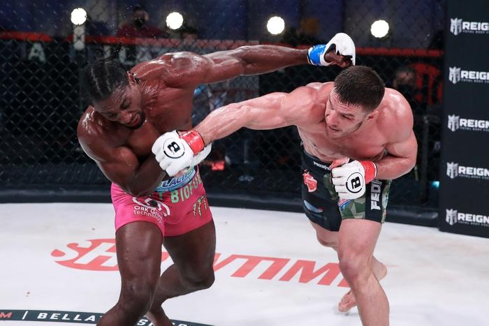 Vadim Nemkov bảo vệ thành công đai Bellator sau màn đại chiến cùng Phil Davis, tiến thêm một bước tới phần thưởng 1 triệu USD - Ảnh 2.