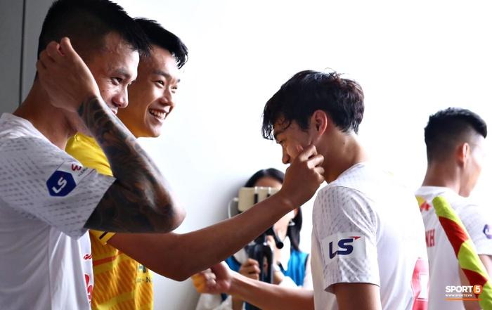 Văn Toàn trở thành đối tượng được các hậu vệ Hà Nội FC yêu thương trước đại chiến - ảnh 2