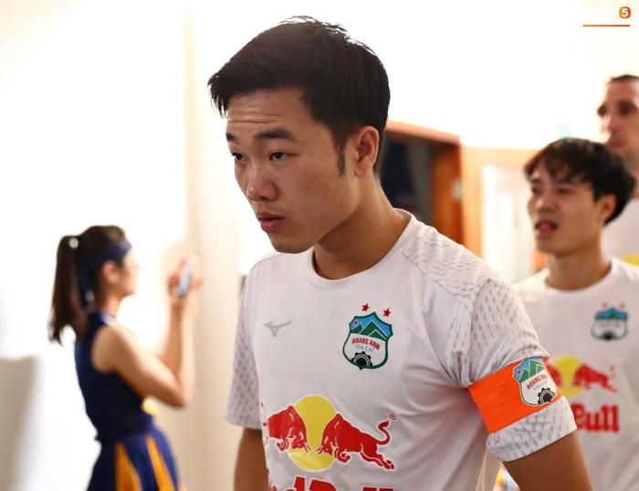 Văn Toàn trở thành đối tượng được các hậu vệ Hà Nội FC yêu thương trước đại chiến - ảnh 1