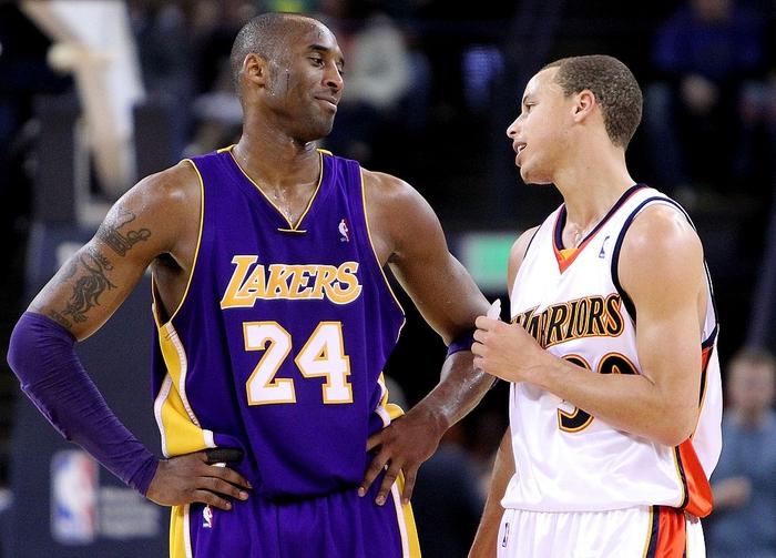 Kéo dài chuỗi trận thăng hoa, Stephen Curry sánh vai cùng huyền thoại Kobe Bryant - Ảnh 1.