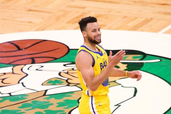Kéo dài chuỗi trận thăng hoa, Stephen Curry sánh vai cùng huyền thoại Kobe Bryant - Ảnh 2.