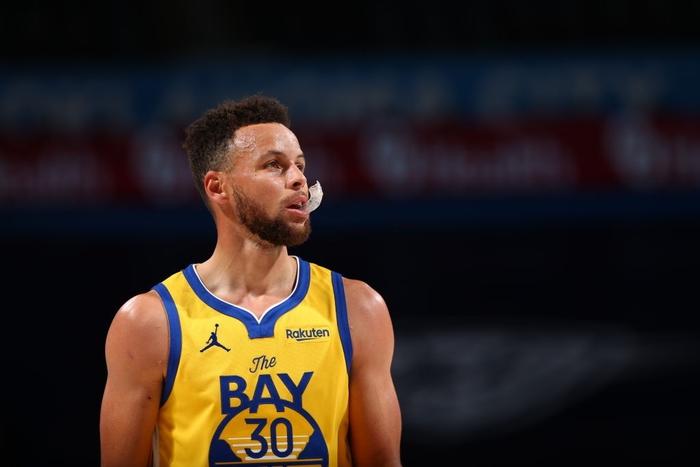 Kéo dài chuỗi trận thăng hoa, Stephen Curry sánh vai cùng huyền thoại Kobe Bryant - Ảnh 3.