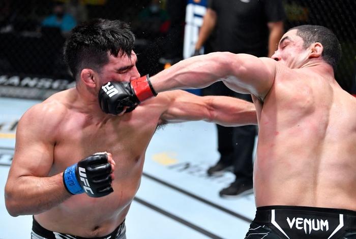 Robert Whittaker đánh bại Kelvin Gastelum sau 5 hiệp, đòi tái đấu cùng Israel Adesanya - Ảnh 3.